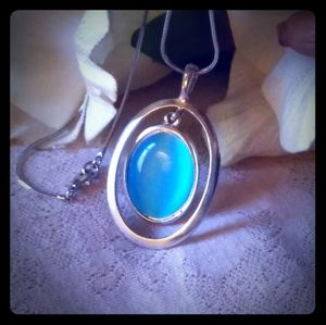 Vintage Oval Blue Lucite Cabochon Necklace
